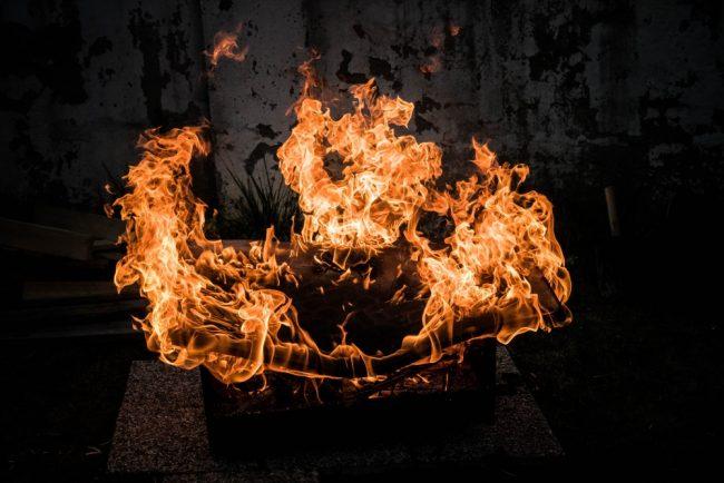 Die digitale Hütte brennt